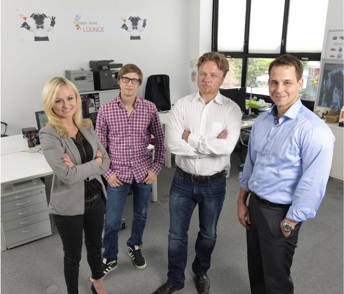 links Saskia Jungwirth(Assistentin der GF), Philipp Welhusen(Marketing), Ralf Steffan(Prokurist und Vertriebsleiter), Thomas Mrva(Geschäftsführer)