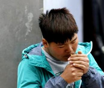 Jugendlicher Raucher